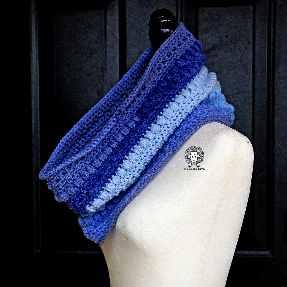 The Ava Cowl Free Crochet Pattern by The Loopy Lamb#Cowl, #crochet #crochetpattern #freecrochetpattern #oneskein #oneskeinproject #beginnercrochet