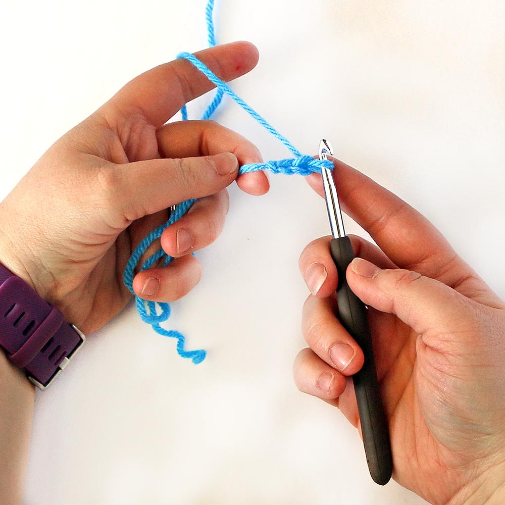 Foundation Single Crochet Step 1