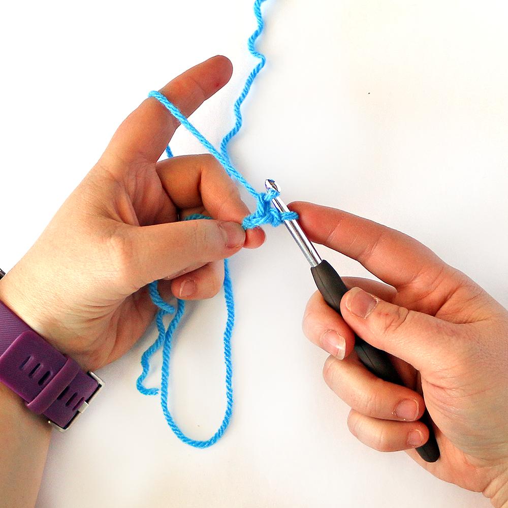 Foundation Single Crochet Stitch Step 4