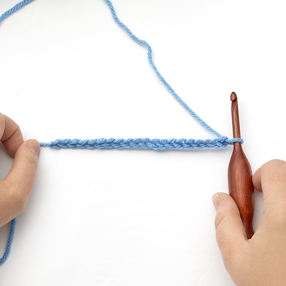 how to crochet a chain