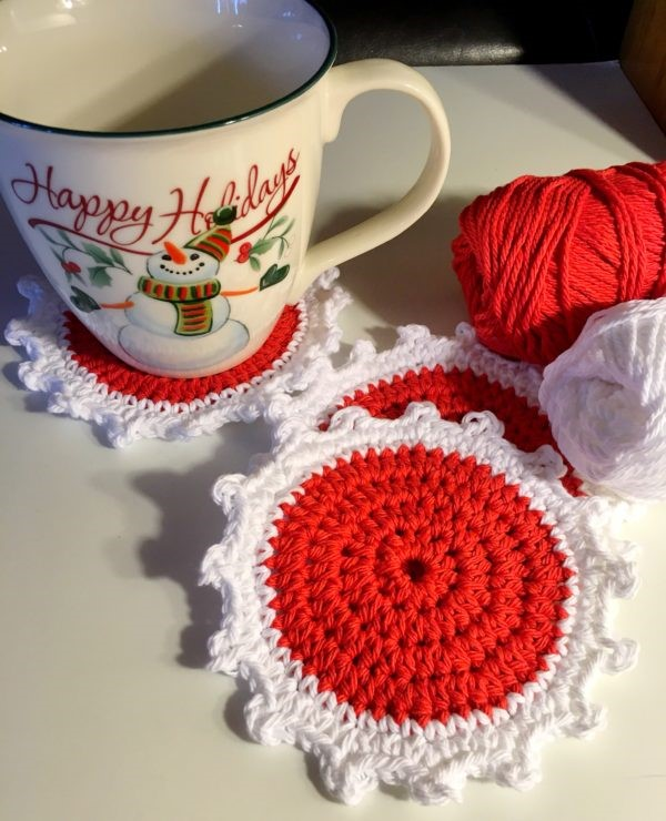 Crochet Chrismtas Coasters in Red and White, Free crochet pattern