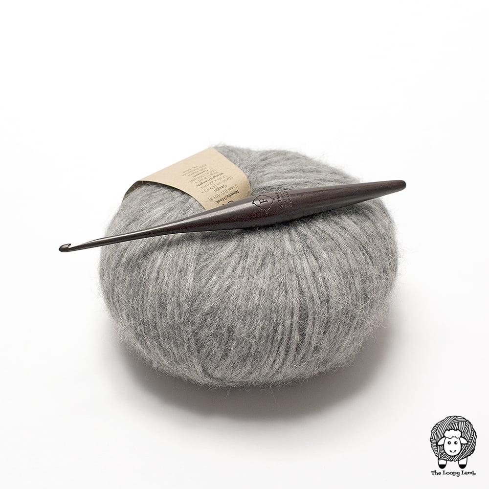 Ebony Furls Crochet hook from the streamline product line.
