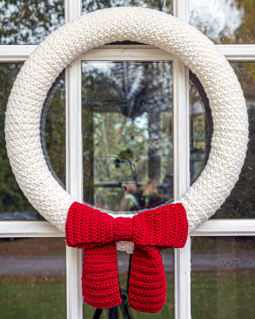 close up of the texture on the country winter wreath an easy crochet christmas pattern