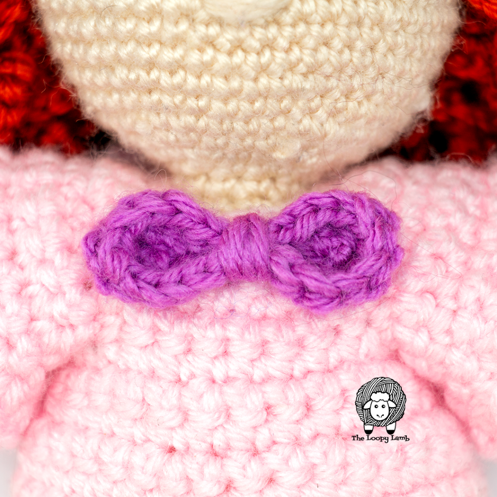 close up view of the bow on the amigurumi doll clothes pattern